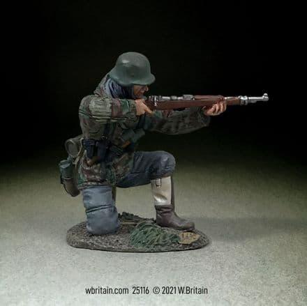 WB25116 German Grenadier Kneeling Firing K98, 1942-45